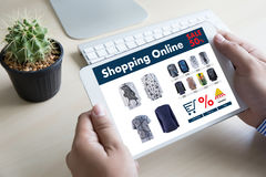 On-line ψωνίζοντας προσθέστε στο κάρρο που το σε απευθείας σύνδεση κατάστημα διαταγής αγοράζει την πώληση ψηφιακή Στοκ Εικόνες