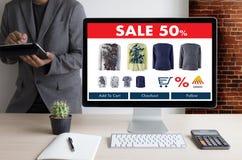 On-line ψωνίζοντας προσθέστε στο κάρρο που το σε απευθείας σύνδεση κατάστημα διαταγής αγοράζει την πώληση ψηφιακή Στοκ Φωτογραφία