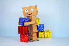 On-line ψωνίζοντας, το ρομπότ φέρνει τα δώρα Χριστουγέννων στοκ φωτογραφία με δικαίωμα ελεύθερης χρήσης
