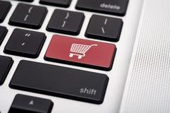 On-line ψωνίζοντας Στοκ εικόνες με δικαίωμα ελεύθερης χρήσης