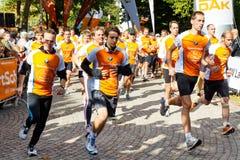 line att starta för maratonlöpare Arkivfoton