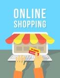 On-line-Einkaufen durch Laptop Stockfoto