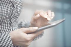 On-line-Geschäft im Büro Stockfotos