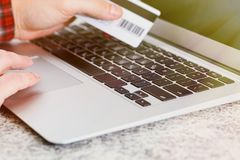 On-line-KreditkarteBankgeschäftkonzept Stockfotos