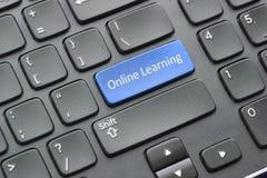 On-line-Lernenschlüssel auf Tastatur Stockbild