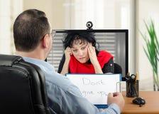 On-line-Psychiatrie ist für deprimierte Frau sehr hilfreich Stockbilder