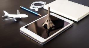 On-line-Reisebüro nach Frankreich Paris Lizenzfreie Stockbilder