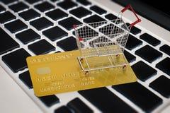 On-line shoppingbegrepp Arkivbild