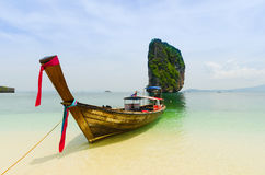 Line of Thai boats along a beach Royalty Free Stock Photography
