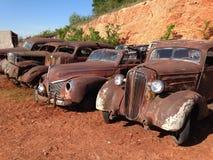 Line Up av antika bilar Royaltyfri Fotografi