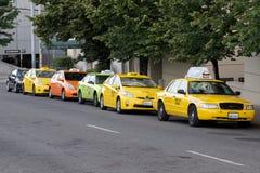 Line Up av taxitaxiar Royaltyfria Foton