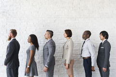 Line up för affärsfolk som väntar stående begrepp Royaltyfria Bilder
