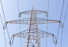 Linea ad alta tensione della colonna di elettricità Immagine Stock Libera da Diritti
