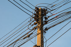 Linea ad alta tensione elettrica collegamento Immagini Stock