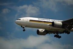 Linea aerea 777-200ER di Singapore sul finale Fotografia Stock Libera da Diritti
