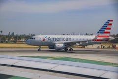Linea aerea americana all'aeroporto famoso ed occupato di Los Angeles fotografie stock