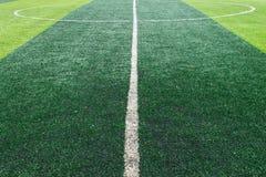 Linea centrale bianca sul campo di football americano Fotografia Stock