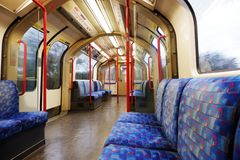 Linea centrale vuota sotterranea carriageL di Londra fotografie stock