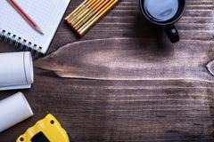 Linea controllata del nastro dei modelli della matita del blocco note di legno Fotografie Stock