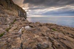 Linea costiera ad alba fotografie stock libere da diritti