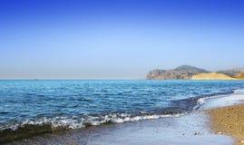 Linea costiera blu del mare Fotografia Stock Libera da Diritti