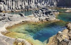 Linea costiera del basalto delle Azzorre in sao Jorge Faja fa Ouvidor portugal Fotografie Stock Libere da Diritti