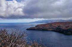 Linea costiera del Madera con le nuvole dense Immagini Stock Libere da Diritti