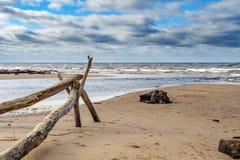 Linea costiera del Mar Baltico vicino alla città di Saulkrasti, Lettonia fotografie stock