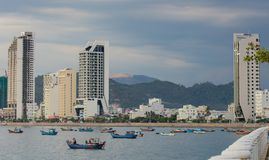Linea costiera del porto di Nha Trang Vietnam del centro di villeggiatura immagine stock libera da diritti
