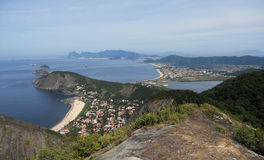 Linea costiera del Rio de Janeiro e di Niteroi fotografie stock libere da diritti