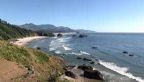 Linea costiera dell'Oregon dalla sosta di condizione di Ecola, Oregon. Fotografia Stock