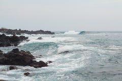 Linea costiera delle Hawai il giorno nuvoloso Fotografia Stock Libera da Diritti
