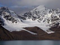 Linea costiera dello Svalbard fotografie stock libere da diritti