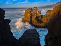 Linea costiera di Punakaiki al tramonto, NZ Fotografia Stock Libera da Diritti