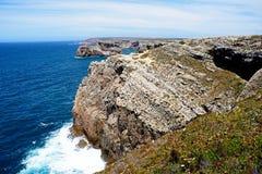 Linea costiera irregolare a capo St Vincent, Portogallo Fotografia Stock