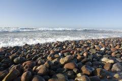 Linea costiera rocciosa immagini stock libere da diritti