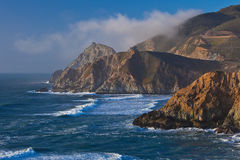 Linea costiera rocciosa dell'oceano Fotografia Stock Libera da Diritti