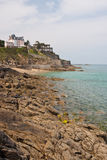 Linea costiera rocciosa di Dinard Fotografie Stock Libere da Diritti