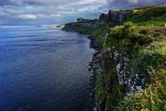 Linea costiera rocciosa in Scozia fotografie stock
