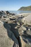 Linea costiera rocciosa sulle isole di Lofoten, Norvegia Immagini Stock