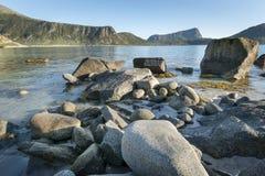 Linea costiera rocciosa sulle isole di Lofoten, Norvegia Fotografia Stock