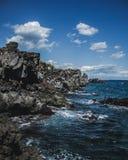 Linea costiera a Santa Tecla, Sicilia immagine stock