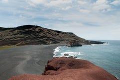 Linea costiera vulcanica di Lanzarote Fotografia Stock Libera da Diritti