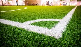 Linea d'angolo di campo di formazione dell'interno di calcio di calcio Immagini Stock Libere da Diritti