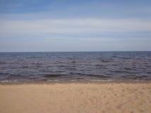 Linea del cielo del golfo di Finlandia nella calma immagine stock