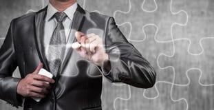 Linea del puzzle di tiraggio dell'uomo d'affari, strategia aziendale immagine stock libera da diritti