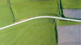 Linea del ` s della terra Una prospettiva verticale del fuco dei colori e delle forme del ` s di messa a terra Campi agricoli Immagine Stock Libera da Diritti
