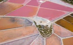 Linea del ` s della terra Una prospettiva verticale del fuco dei colori e delle forme del ` s di messa a terra Sali gli appartame Immagine Stock