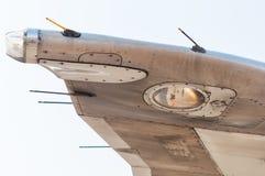 Linea dell'ala o del bordo dell'aeroplano Vista da sotto Concetto di viaggio e di spazio aereo Fotografia Stock Libera da Diritti