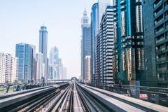Linea della metropolitana nel Dubai Fotografia Stock Libera da Diritti